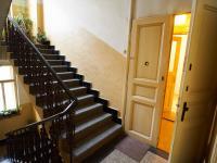 Chodba domu - vstup do bytu (Prodej bytu 1+1 v družstevním vlastnictví 44 m², Praha 4 - Nusle)