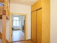 Průhled kuchyní (Prodej bytu 1+1 v družstevním vlastnictví 44 m², Praha 4 - Nusle)