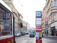 Pohled do ulice Na Zámecké z Nám. Bratří Synků (Prodej bytu 1+1 v družstevním vlastnictví 44 m², Praha 4 - Nusle)