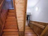 Vnitřní schodiště - Prodej domu v osobním vlastnictví 207 m², Ondřejov