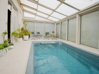 Bazén s protiproudem - Prodej domu v osobním vlastnictví 244 m², Praha 5 - Velká Chuchle