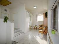 Chodba v mezipatře - Prodej domu v osobním vlastnictví 244 m², Praha 5 - Velká Chuchle
