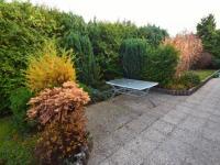 Posezení u zahrady - Prodej domu v osobním vlastnictví 244 m², Praha 5 - Velká Chuchle