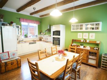 Kuchyňská část - Prodej domu v osobním vlastnictví 184 m², Kladno