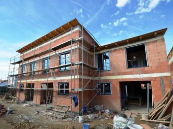 Probíhající výstavba - Prodej domu v osobním vlastnictví 98 m², Smečno