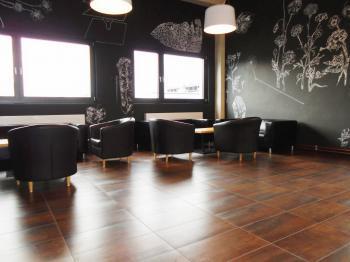 v přízemí je sezení pro návštěvy - Pronájem kancelářských prostor 75 m², Kladno