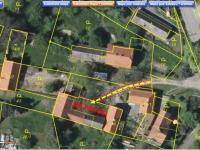 Přístup do nemovitosti je zajištěn věcným břemenem přes sousední pozemky. - Prodej domu v osobním vlastnictví 63 m², Chocerady