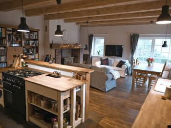 byt 3+kk v anglickém stylu - Prodej nájemního domu 620 m², Kladno