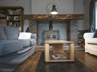 s krásným krbem - Prodej nájemního domu 620 m², Kladno
