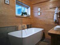 koupelna - Prodej nájemního domu 620 m², Kladno