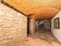 chodba suterén - Prodej penzionu 880 m², Vinařice
