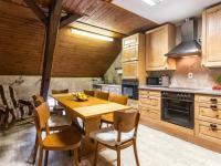 kuchyně - Prodej penzionu 880 m², Vinařice