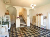 vstupní hala se schodištěm - Prodej domu v osobním vlastnictví 260 m², Kmetiněves