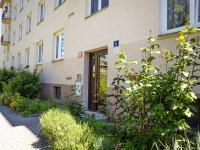 Vchod do domu - Prodej bytu 2+1 v osobním vlastnictví 50 m², Praha 6 - Vokovice