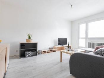 Obývací pokoj - Prodej bytu 2+1 v osobním vlastnictví 52 m², Kladno
