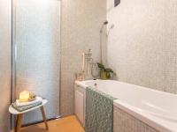 koupelna - Prodej bytu 3+1 v osobním vlastnictví 69 m², Kladno