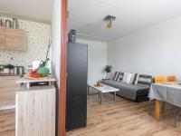 mezi kuchyní a obývacím pokojem - Prodej bytu 3+1 v osobním vlastnictví 69 m², Kladno