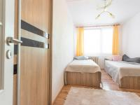 2.ložnice - detail vestavěné skříně - Prodej bytu 3+1 v osobním vlastnictví 69 m², Kladno