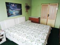ložnice - Prodej bytu 3+1 v osobním vlastnictví 77 m², Hořešovice