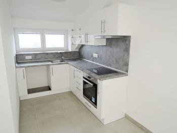 kuchyňský kout s výhledem na Podprůhon - Pronájem bytu 2+kk v osobním vlastnictví 40 m², Kladno
