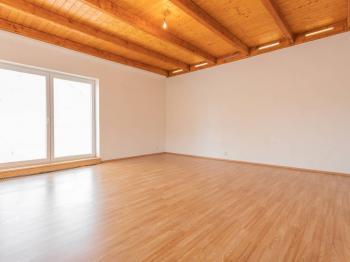 Ložnice s terasou - Prodej domu v osobním vlastnictví 152 m², Třebichovice