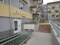 vstup do domu - Prodej bytu 2+kk v osobním vlastnictví 55 m², Kladno