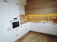 kuchyň s vestavěnými spotřebiči - Prodej bytu 2+kk v osobním vlastnictví 55 m², Kladno
