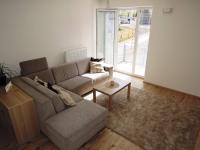 obývací pokoj se vstupem na balkon - Prodej bytu 2+kk v osobním vlastnictví 55 m², Kladno