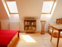 pokoj v podkroví - Prodej domu v osobním vlastnictví 168 m², Kněževes