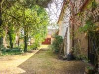 dvorek - Prodej domu v osobním vlastnictví 168 m², Kněževes