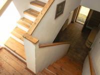 schodiště do patra - Prodej domu v osobním vlastnictví 168 m², Kněževes