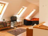 podkroví - Prodej domu v osobním vlastnictví 168 m², Kněževes
