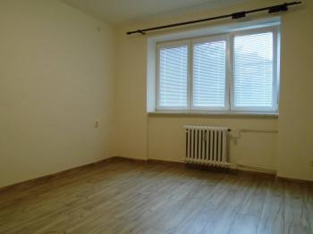 pokoj - Pronájem bytu 2+1 v osobním vlastnictví 55 m², Kladno