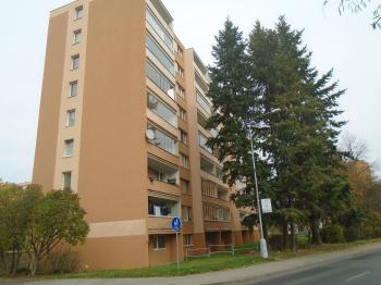 dům od silnice (J. Čapka) - Prodej bytu 3+1 v osobním vlastnictví 62 m², Kladno