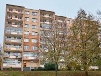 pohled na dům z východní strany  - Prodej bytu 3+1 v osobním vlastnictví 76 m², Praha 6 - Řepy