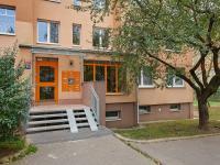 vstup do domu - Prodej bytu 3+1 v osobním vlastnictví 76 m², Praha 6 - Řepy