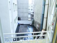 balkon do vnitrobloku - Prodej komerčního objektu 178 m², Praha 2 - Nové Město