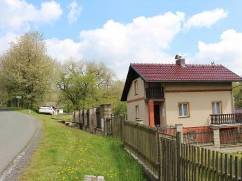 J-Z pohled (od silnice) - Prodej chaty / chalupy 114 m², Chřenovice