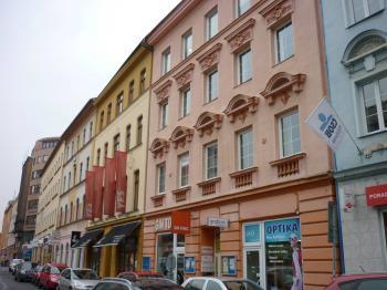 pohled na dům - Pronájem kancelářských prostor 115 m², Ústí nad Labem