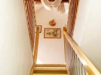 schodiště do podkroví (Prodej domu v osobním vlastnictví 380 m², Ústí nad Labem)