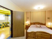 ložnice ve 2. podlaží s koupelnou - Prodej domu v osobním vlastnictví 415 m², Děčín