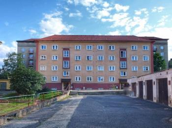 přední část domu - Pronájem bytu 2+1 v osobním vlastnictví 54 m², Most