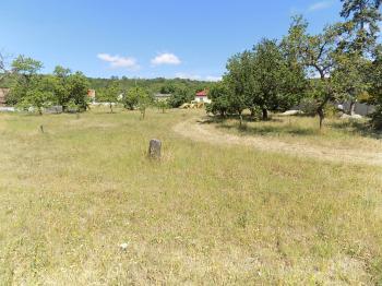 Prodej pozemku 1200 m², Trnovany
