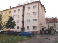 dům zepředu (Prodej bytu 1+1 v osobním vlastnictví 46 m², Praha 4 - Nusle)