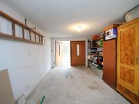 Velmi prostorná garáž oddělena od technické místnosti   (Prodej chaty / chalupy 68 m², Slatina)