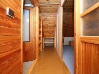 Chodba v 2.NP, úložné prostory které jistě potěší (Prodej chaty / chalupy 68 m², Slatina)