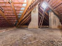 Prostorná půda s možností vestavby půdního bytu (Prodej domu v osobním vlastnictví 180 m², Mirovice)