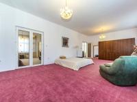 Ložnice/ pokoj je průchozí (Prodej domu v osobním vlastnictví 210 m², Příbram)
