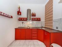 Kuchyňský kout v 1.NP je plně vybaven (Prodej domu v osobním vlastnictví 210 m², Příbram)
