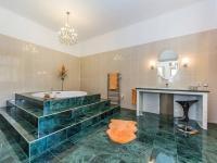 Luxusní koupelna 1.NP (Prodej domu v osobním vlastnictví 210 m², Příbram)
